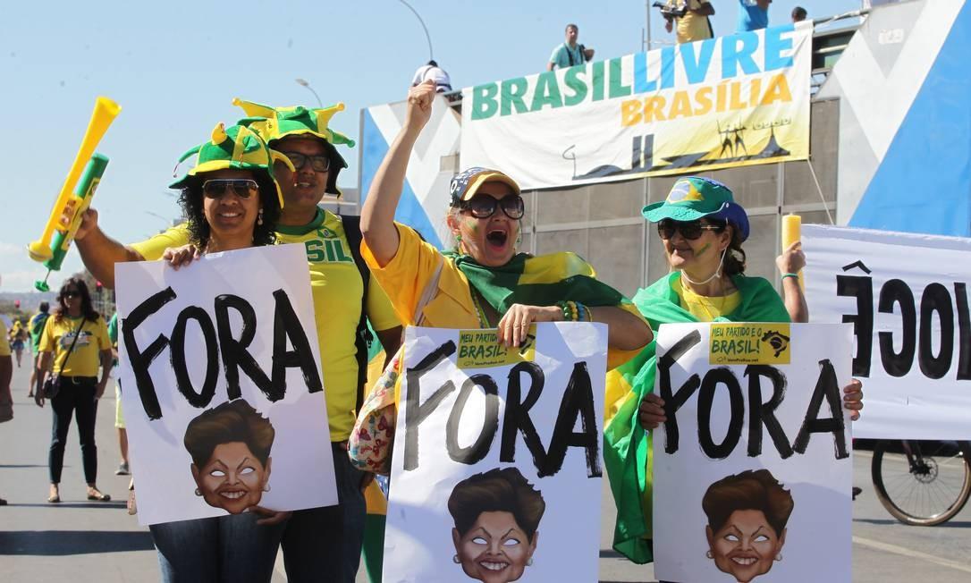Manifestantes pediram a saída da presidente Dilma Rousseff da presidência Foto: Aílton Freitas / Agência O Globo