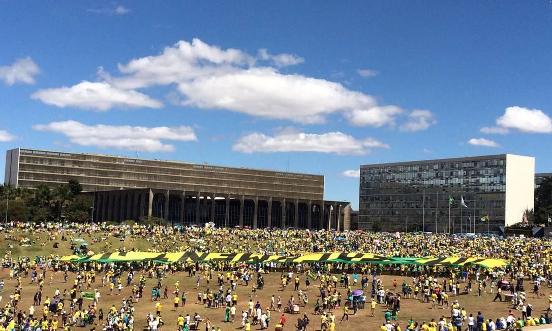 Manifestaçãona Esplanada dos Ministérios contou com 25 mil pessoas, segundo a PM Foto: André Coelho / Agência O Globo