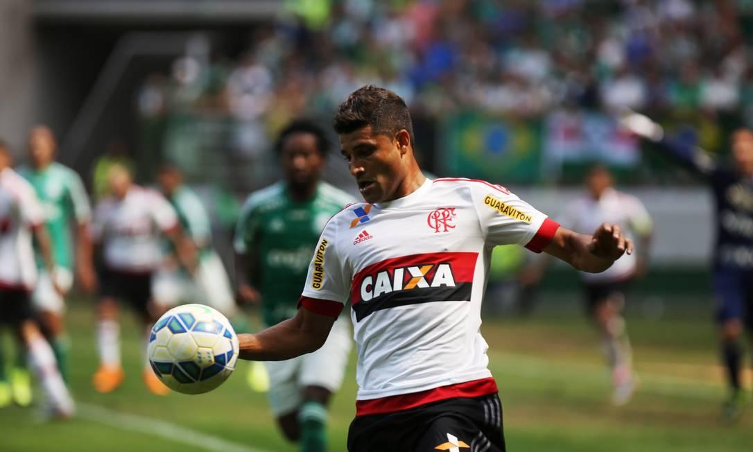 Ederson entrou no time Flamengo durante o intervalo Fernando Donasci / Agência O Globo