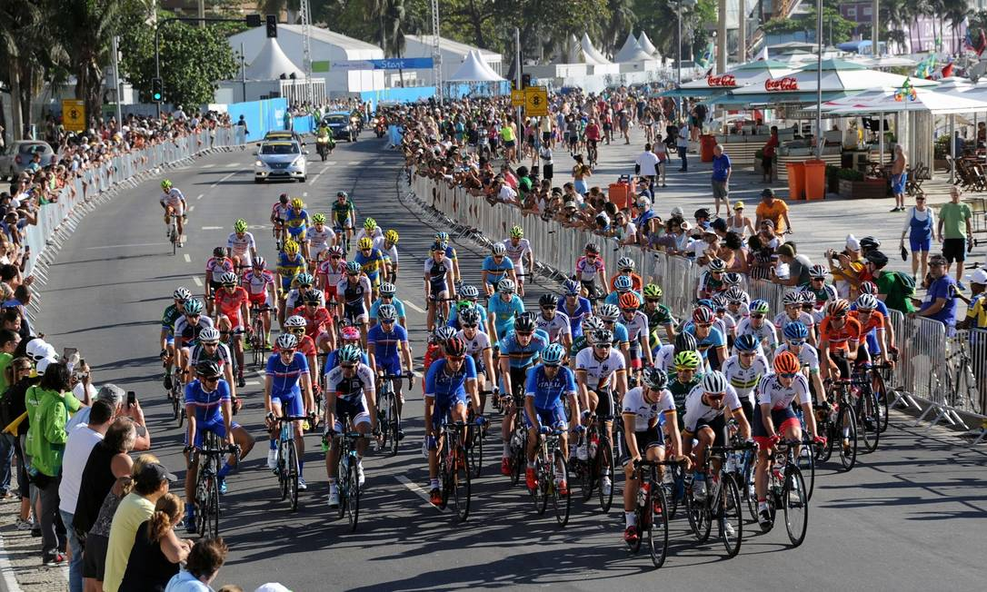 Oitenta ciclistas de 15 países participaram da prova TASSO MARCELO / AFP
