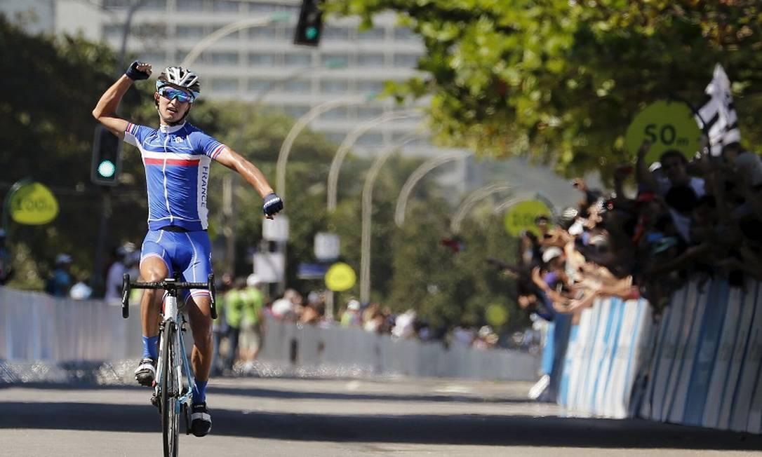 No fim, quem comemorou foi o francês Alexis Vuillermoz, que venceu o desafio seguido do belga Serge Pauwels e do francês Romain Bardet SERGIO MORAES / REUTERS