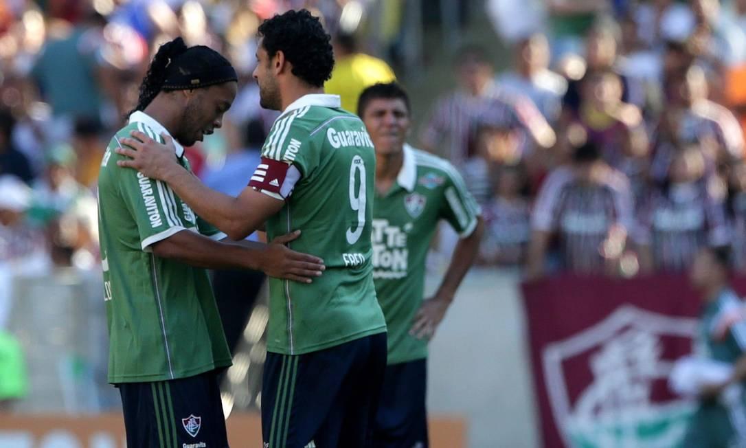 Ronaldinho e Fred conversam antes de a bola rolar Rafael Moraes / Agência O Globo