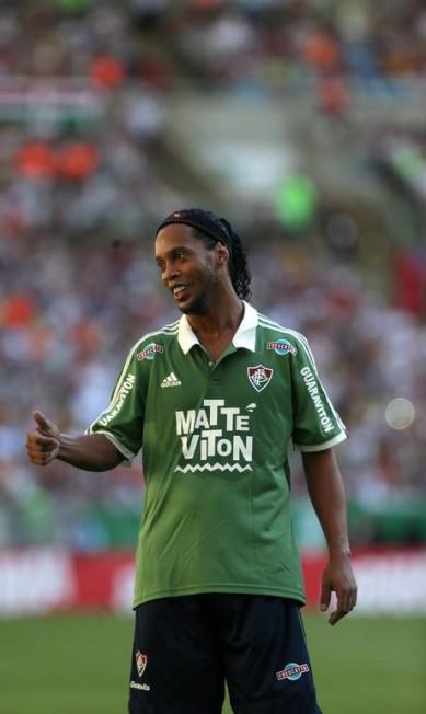 Ronaldinho gesticula na partida no Maracanã Rafael Moraes / Agência O Globo