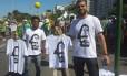 """Designer vende camisas com imagem de Sergio """"Che Guevara"""" Moro no protesto em Copacabana"""
