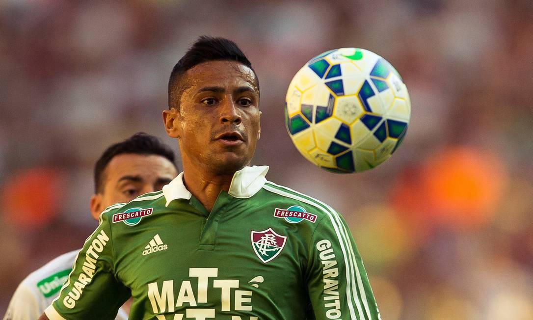 Cícero observa a bola no Maracanã Daniel Marenco / Agência O Globo
