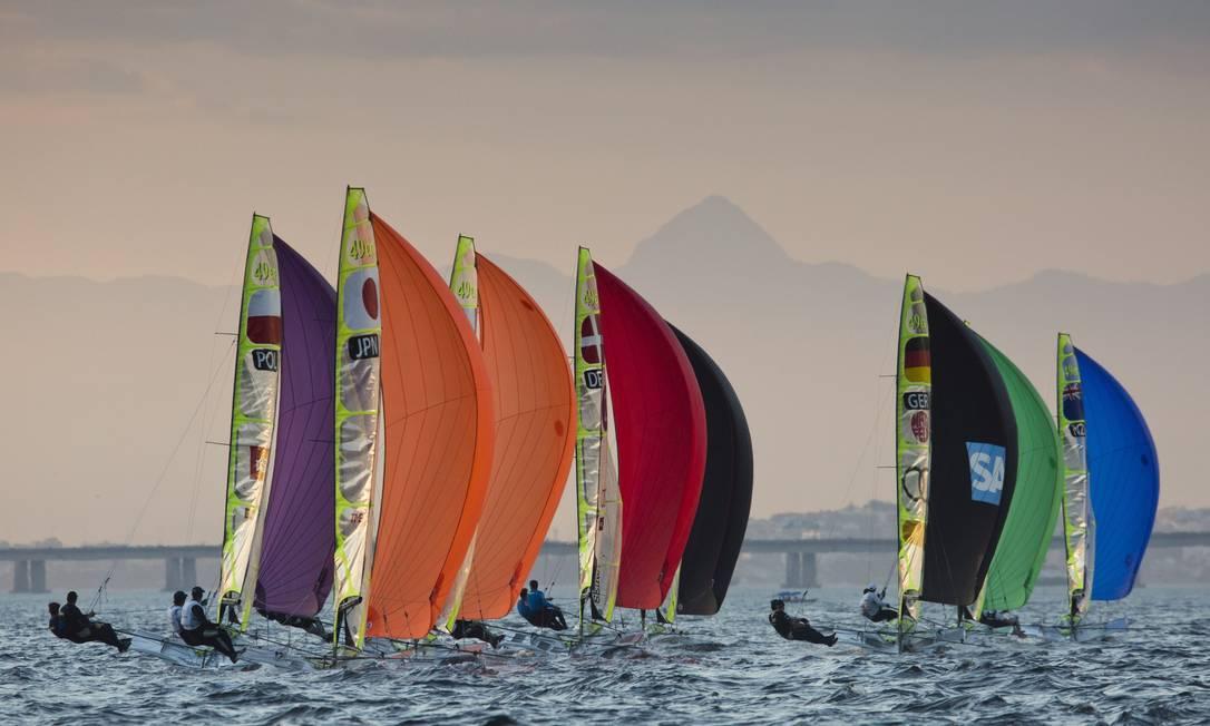 No evento-teste, velejadores estrangeiros reclamaram de mau cheiro em trechos da Baía de Guanabara, mas em geral elogiaram as raias e os ventos Guito Moreto / Agência O Globo