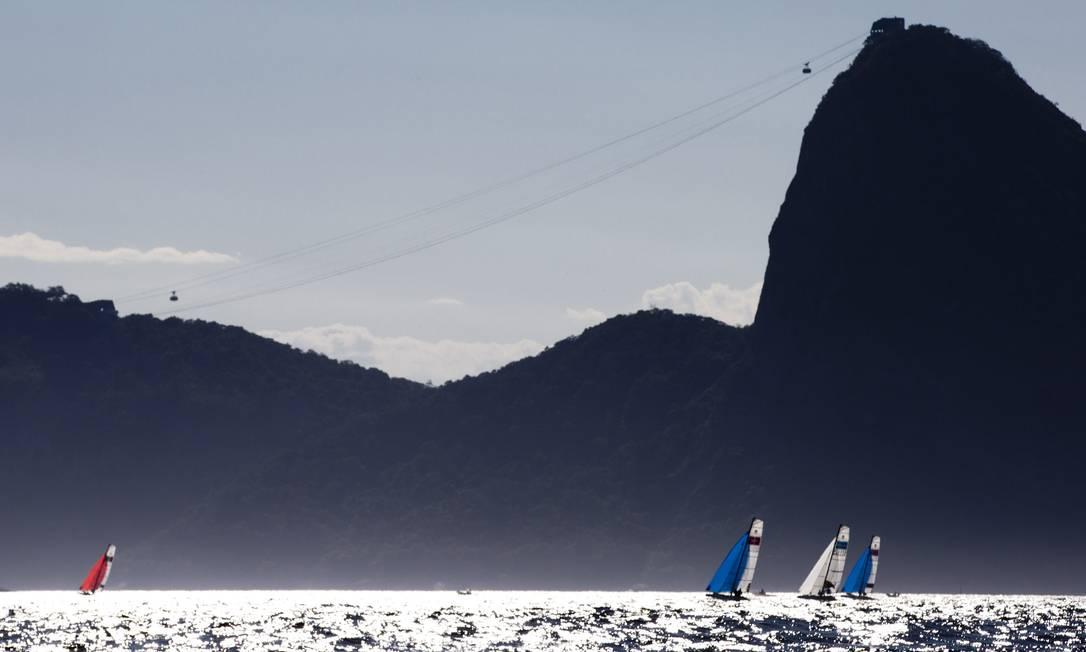 Apesar de não contar pontos para o ranking mundial, o Aquece Rio não tem nada de amistoso, e os velejadores disputam as regatas para valer, com empenho e rivalidade Guito Moreto / Agência O Globo