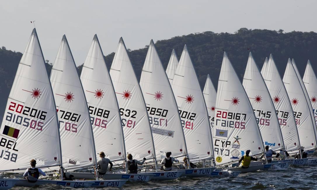 Além de enfrentar os principais adversários nas raias das Olimpíadas, está em jogo para muitos velejadores a chance de garantir vaga nos Jogos do Rio Guito Moreto / Agência O Globo