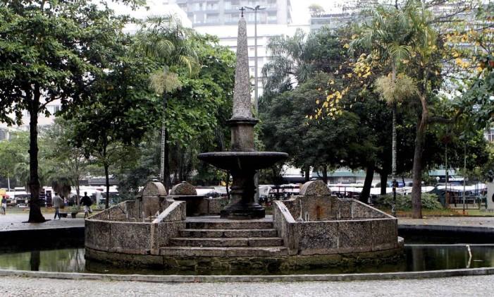 Chafariz das Saracurunas, na Praça General Osório, em Ipanema Foto: Marcelo Piu / Agência O Globo