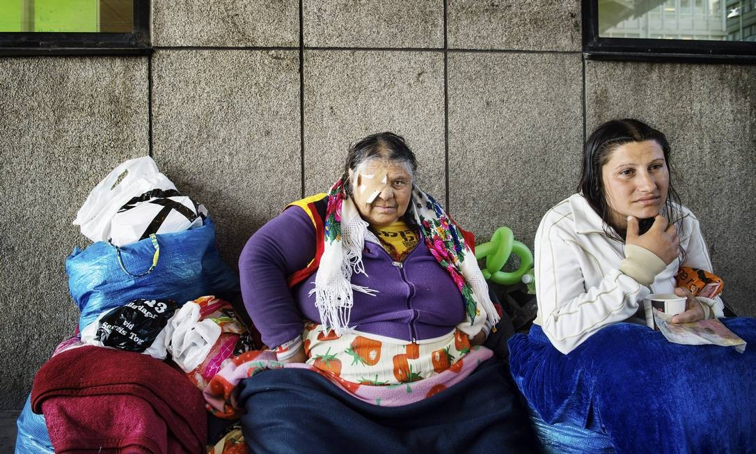 As romenas Elena Stanescu e Mariana Ion temem ataques. Xenofobia é temor das autoridades Foto: MOA KARLBERG / NYT