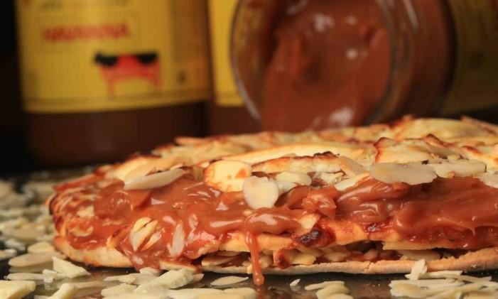 Pizza com doce de leite e amêndoas da Mamma Jamma Foto: Berg Silva / Divulgação