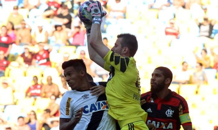 O goleiro Paulo Victor foi personagem fundamental no 0 a 0 entre Flamengo e Vasco no primeiro jogo da semifinal do Carioca de 2015 Foto: Cezar Loureiro / Agência O Globo