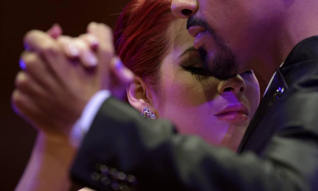 Mais de 700 casais de 48 paises disputam a primeira rodada do Campeonato Mundial de Tango, em Buenos Aires, Argentina. AFP PHOTO / JUAN MABROMATA JUAN MABROMATA / AFP