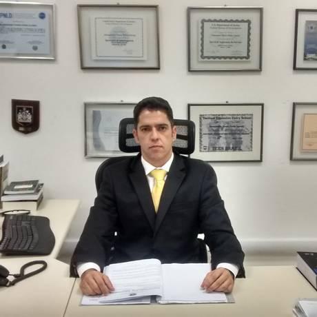 Delegado Alessandro Thiers aconselha fãs a só comprarem ingressos nos canais oficiais Foto: Vinícius Cunha / O Globo