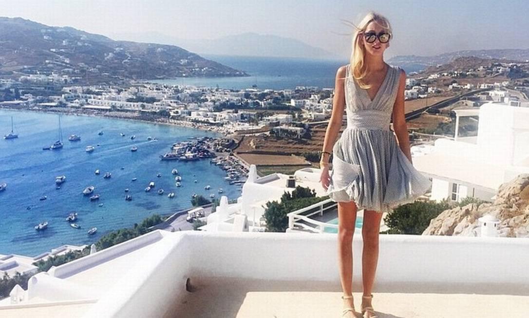 Ela também passou um tempo neste verão na badalada Mykonos, na Grécia, onde curtiu o mar e casas noturnas locais © Instagram
