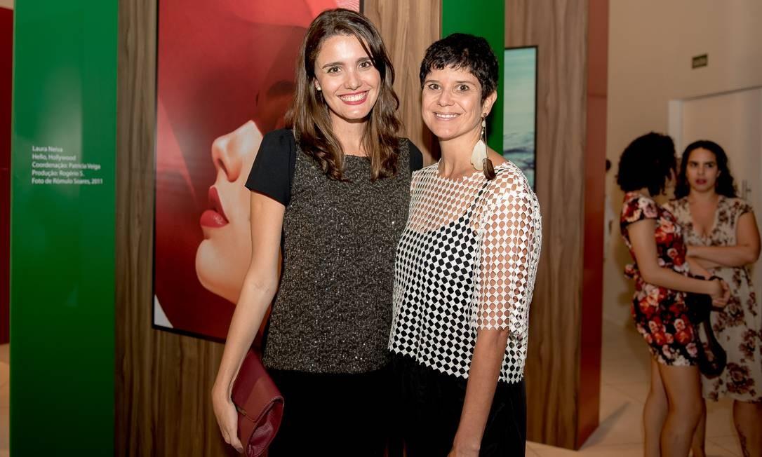 A editora-assistente do Ela Digital Fernanda Baldioti e a produtora de moda Bebel Moraes Divulgação
