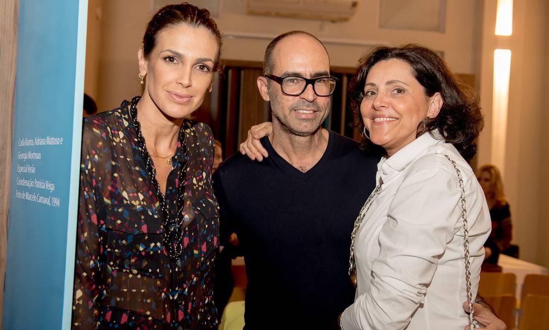 A produtora de moda Daniela Oliveira, o fotógrafo Vicente de Paulo e a assessora de imprensa Thereza Duarte Foto: Divulgação