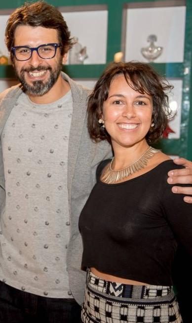 O estilista Rodrigo Capiberibe, da Capi, e a joalheira Livia Canuto Divulgação