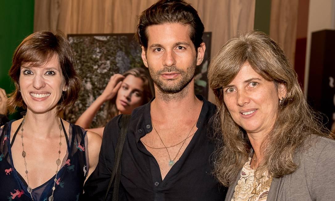 A designer de sapatos Constança Basto, o artista plástico Lucio Salvatore e a assessora de imprensa Kika Gama Lobo Divulgação