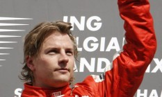 Ferrari. Kimi Raikkonen festeja vitória na Bélgica. Piloto vai continuar por mais um ano na equipe Foto: FRANCOIS LENOIR / François Lenoir/Reuters/30-08-2009