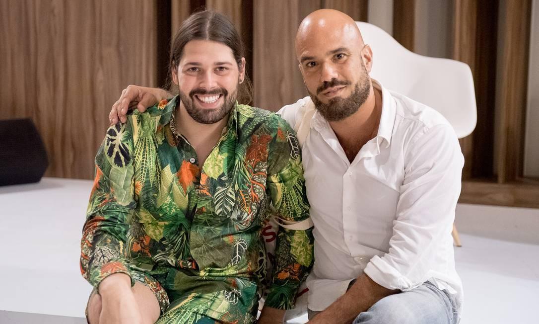 O estilista Thomaz Azulay e o maquiador Vini Kilesse Divulgação