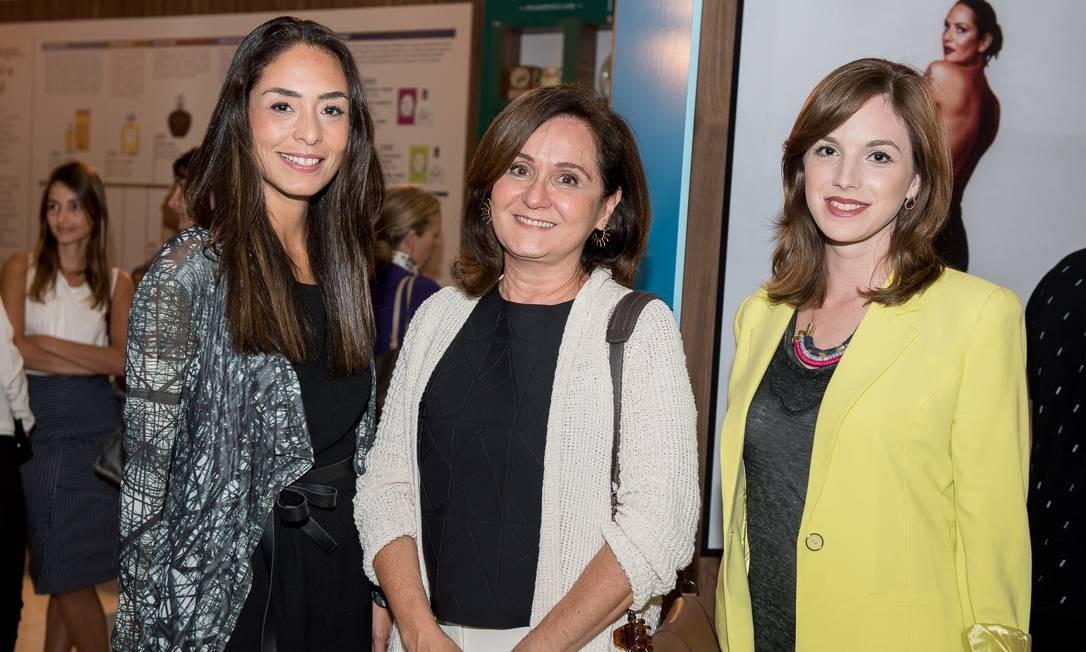 As assessoras de imprensa Karla Ortiz e Ana Andreazza (ao centro) e Daniela Lachter Foto: Divulgação