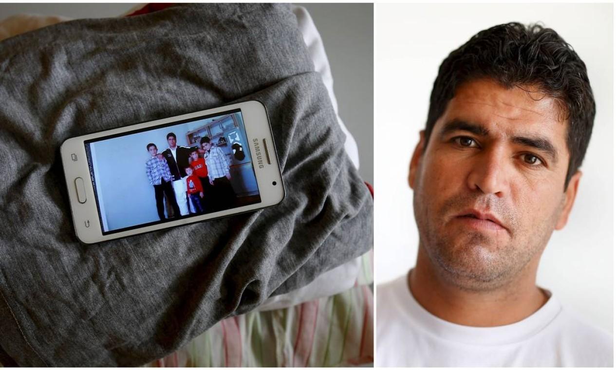 Aos 32 anos, Mohammed Shed não pôde deixar de levar as imagens da família, da qual se separou Foto: KAI PFAFFENBACH / REUTERS