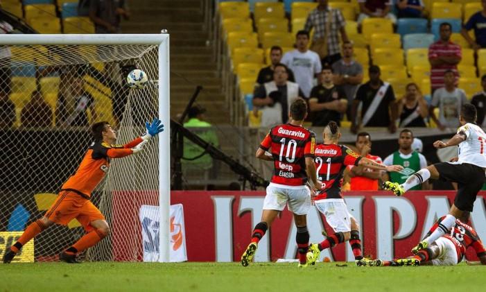 Jorge Henrique acertou o ângulo esquerdo de César, aos 12 do segundo tempo Foto: Daniel Marenco / Agência O Globo