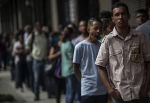 Fila em feira de emprego no Rio Foto: Dado Galdieri / Bloomberg News/18-5-2015