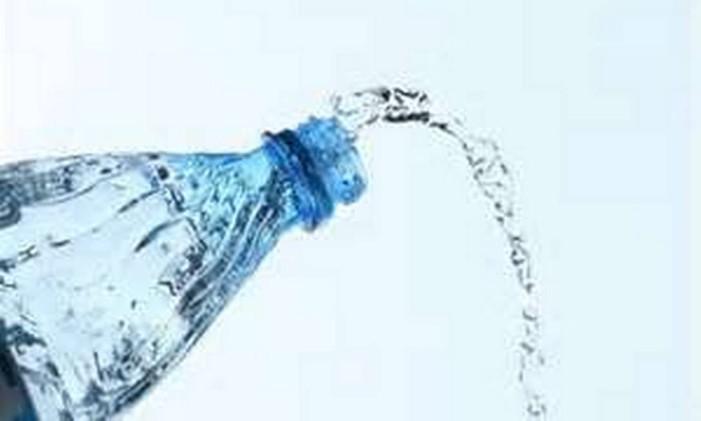 Água! Mata a sede e elimina toxinas do organismo Foto: FreeImages