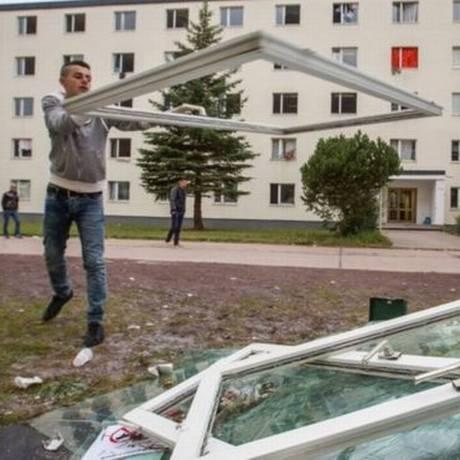 Vidros foram quebrados durante briga generalizada em Suhl Foto: Reprodução