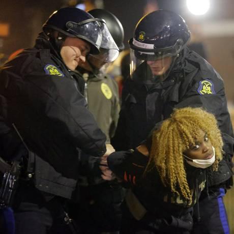 Ação policial depois dos protestos tende a perder autonomia Foto: Charlie Riedel / AP