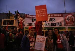 Manifestantes contrários ao impeachment Foto: Marcos Alves / Agência O Globo