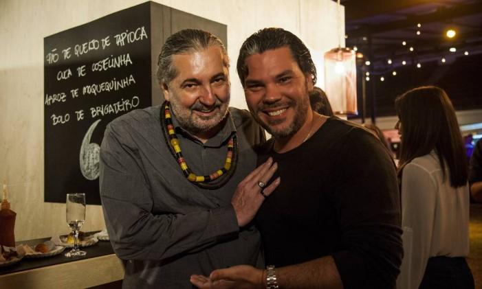 O jurado Moacyr Luz e o chef Pedro de Artagão, do Irajá. Foto: Adriana Lorete / Agência O Globo
