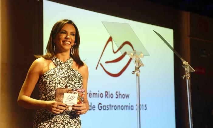 A jornalista Ana Paula Araújo apresentou a cerimônia de premiação Foto: Fabio Rossi / O Globo