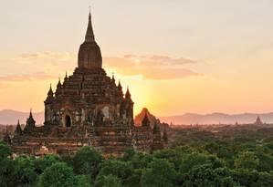 Mianmar. Avião da Latitudes passa pelo Vale de Bagan Foto: Divulgação / Divulgação