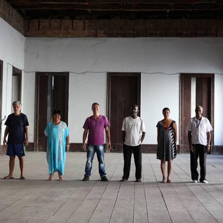 Os participantes de 'Nada absolutamente nada' no setor desativado da Casa Daros Foto: Divulgação