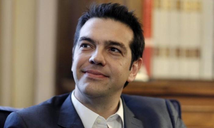 Tsipras se elegeu propondo desafiar os credores gregos a fechar melhores acordos e até a perdoar alguns dos deslizes financeiros Foto: /Kostas Tsironis / REUTERS