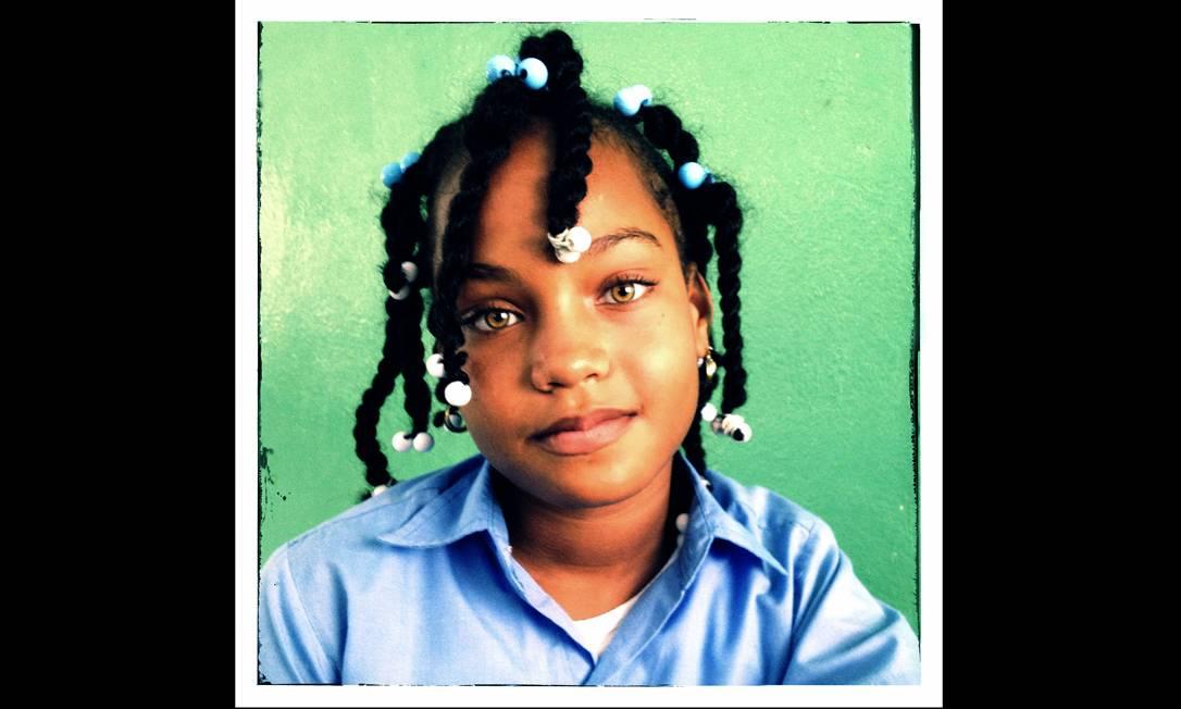 Imagem integrante do Everyday Latin America, um dos perfis do Instagram do projeto Everyday Everywhere. O fotógrafo Orlando Barria registrou esta menina, numa sala de aula, numa região açucareira habitada por descendente de haitianos na república Dominicana. Foto: Erika Santelices/Everyday Latin / .
