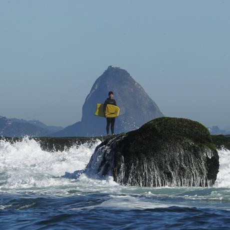 Além de boas ondas, Ilha Mãe oferece um visual impar do litoral Foto: Pedro Teixeira / Agência O Globo