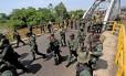 Em Boca de Grita, no estado de Táchira, militares preparam operação