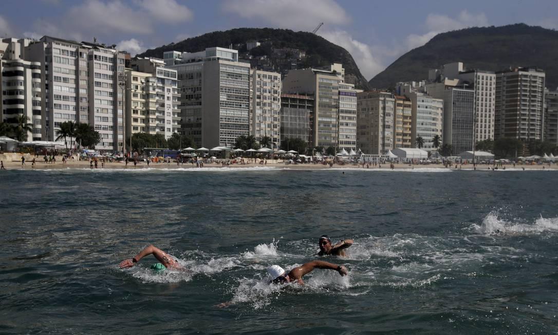 Competidores durante o trajeto da travessia RICARDO MORAES / REUTERS