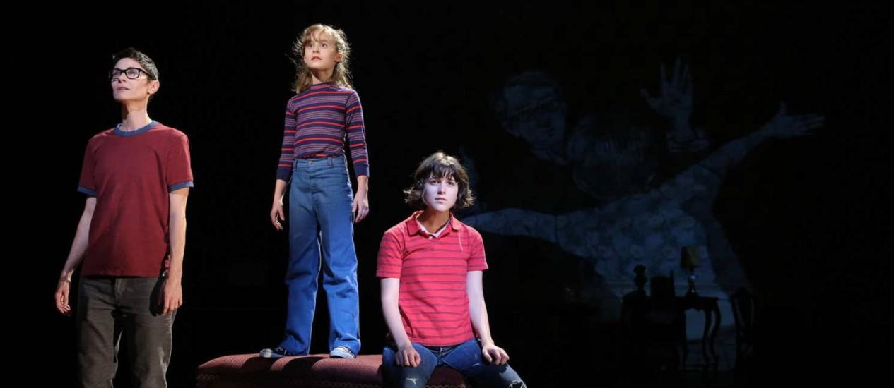 'Fun home'. O musical coassinado por Jeanine Tesori (música) e Lisa Kron (letras) narra a história de uma jovem homossexual e é a grande surpresa da temporada 2015 da Broadway, tendo conquistado cinco prêmios Tony Foto: Joan Marcus / Divulgação