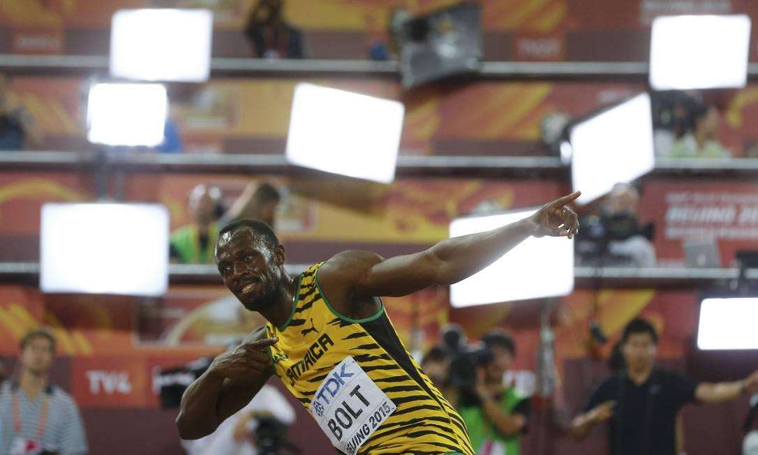 Usain Bolt comemora sua vitória na prova dos 100metros rasos, no campeonato Mundial de Atletismo , no estádio nacional Ninho do Pássaro, em Pequim KAI PFAFFENBACH / REUTERS