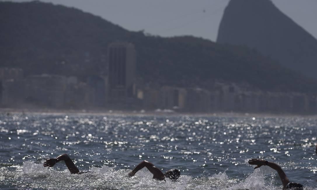 Maratona aquática feminina na praia de Copacabana Alexandre Cassiano / Agência O Globo