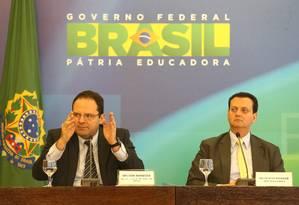 O ministro do Planejamento, Nelson Barbosa, ao lado de Gilberto Kassab (Kassab) durante anúncio sobre redução de ministérios Foto: Ailton de Freitas / O Globo