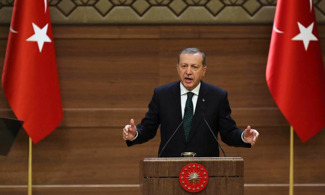 Erdogan tenta recuperar maioria após fracasso em formar coalizão legislativa Foto: ADEM ALTAN / AFP