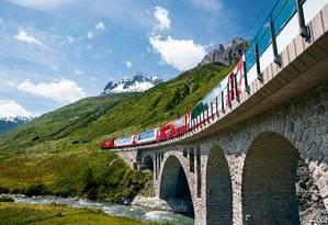 O The Glacier Express, na Suiça Foto: Christof Sonderegger / Switzerland Tourism