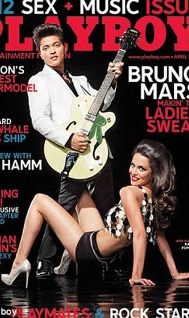 """Na capa """"Playboy"""" com Bruno Mars Divulgação"""