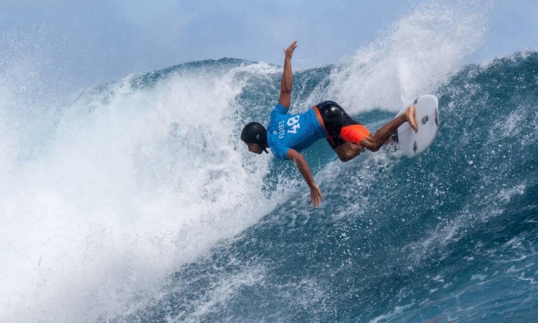 O francês Jeremy Flores compete na Polinésia Francesa GREGORY BOISSY / AFP